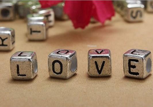 200pcs 6mm Silver Acrylic Letter Alphabet Beads